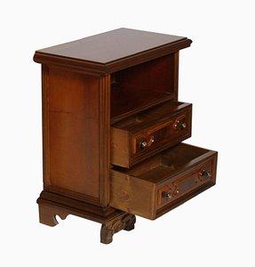 Vintage Renaissance Nachttisch aus Nussholz