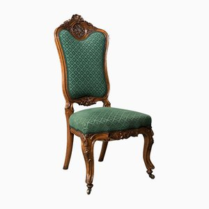 Antiker Beistellstuhl aus Nussholz, 1800er
