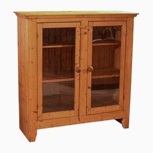 Mueble victoriano antiguo de pino esmaltado con dos puertas