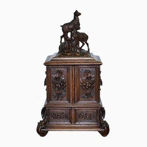 Große Schmuckschatulle aus kunstvoll geschnitztem Chesterfield-Seidenholz, 19. Jh