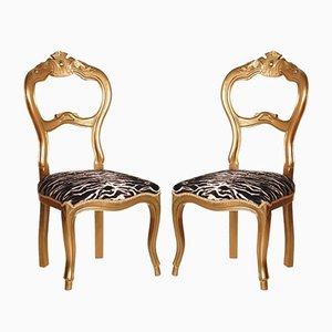 Sillas auxiliares italianas de madera de nogal dorada, siglo XIX. Juego de 2