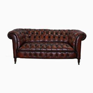 Sofá Chesterfield victoriano pequeño de cuero marrón