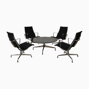Poltrone EA 115 e tavolino da caffè di Charles & Ray Eames, 2000s