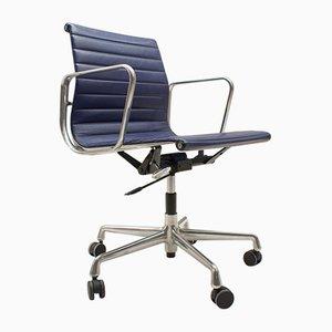 EA 117 Sessel mit Gestell aus Aluminium von Charles & Ray Eames für Vitra, 1980er