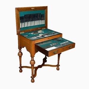 Tavolino antico in legno di noce con set di posate da 12