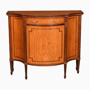 Mueble estilo Sheraton sinuoso antiguo
