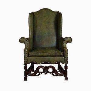 Antiker Armlehnstuhl aus Nussholz mit hoher Rückenlehne im Carolean Style
