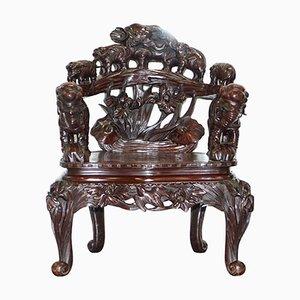 Antiker handgeschnitzter japanischer Armlehnstuhl