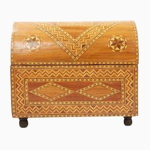 Caja vintage de madera con incrustaciones