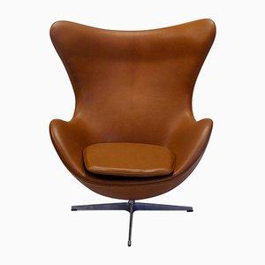 Egg chair Aniline in pelle di Arne Jacobsen per Fritz Hansen, inizio XXI secolo