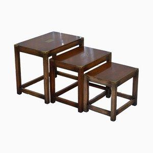 Tavolini ad incastro militari antichi in mogano di Kennedy Furniture