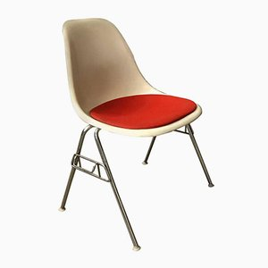 Sedia impilabile in fibra di vetro di Charles & Ray Eames per Herman Miller, 1948