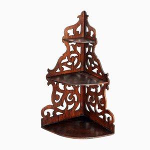 Estantería esquinera de nogal macizo, siglo XIX