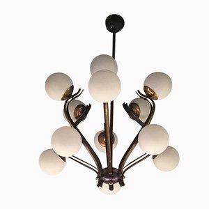 Lustre à 12 Lampes en Verre Opalin, Laiton et Fer de Stilnovo, Italie, 1950s