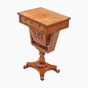Mesa de costura o de juego victoriana antigua de nogal