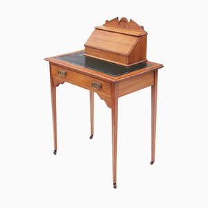 Antiker viktorianischer Damenschreibtisch aus Seidenholz & Leder