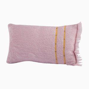 Kissen in dunklem Rosa aus genieteter Angorawolle von Dinsh London