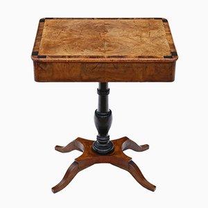Tavolino antico in legno di noce a forma di croce