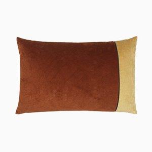 Cuscino in velluto a coste marrone e beige di Louise Roe