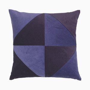 Coussin en Velours Côtelé Triangle Violet par Louise Roe