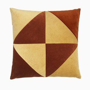 Cuscino in velluto a coste beige e rosso ruggine di Louise Roe