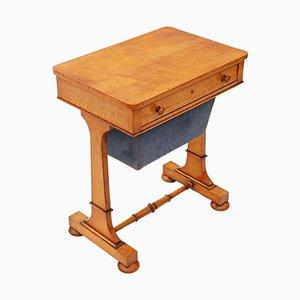 Mesa de costura antigua de madera de arce