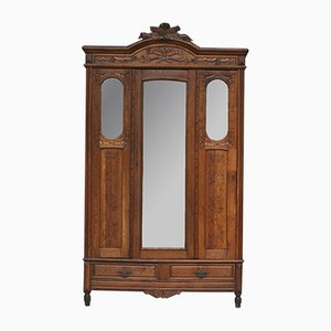 Antiker französischer Kleiderschrank mit Spiegel