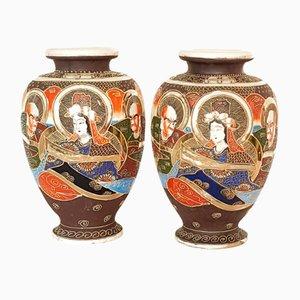 Antike japanische Satsuma Vasen mit Moriage Relief, 2er Set