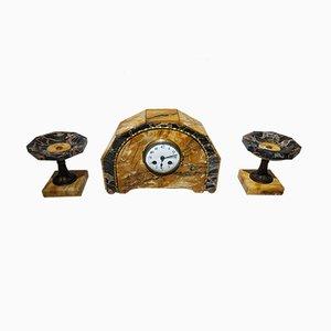 Orologio a pendolo e due portacandela Art Déco in marmo Portoro e Siena di J. S. France