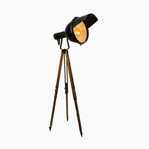 Industrielle Vintage Stehlampe aus schwarzer schwarzer Emaille mit Dreifuß
