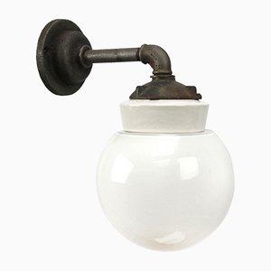 Weiße industrielle Vintage Wandlampe aus Porzellan, Opalglas & Gusseisen