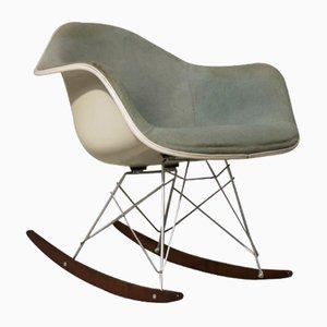 Mecedora de fibra de vidrio de Charles & Ray Eames para Herman Miller, años 50