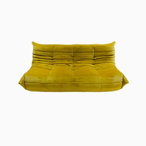 Divano grande Mid-Century in velluto giallo di Michel Ducaroy per Ligne Roset, anni '70