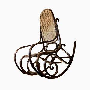 Antiker Schaukelstuhl von Thonet