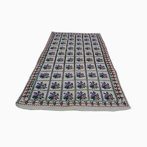 Türkischer Mid-Century Kelim Teppich mit Blumenmotiv