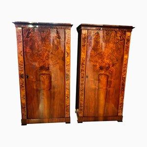 Armarios Biedermeier de chapa de nogal con puertas convexas, década de 1830. Juego de 2