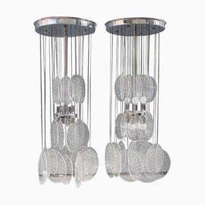 Lámparas de araña italianas de plexiglás y metal cromado, años 70. Juego de 2