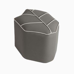 Pouf grigio da esterni di Nicolette de Waart per Design by Nico