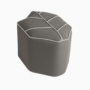 Puf de exterior gris en forma de hoja de Nicolette de Waart para Design de Nico