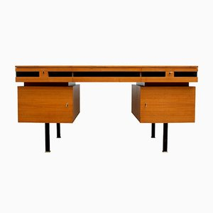 Schreibtisch aus Nussholz, 1960er