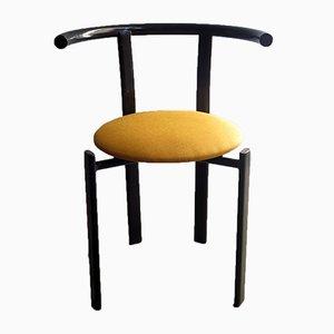 Silla vintage de metal lacado en negro y tela amarilla