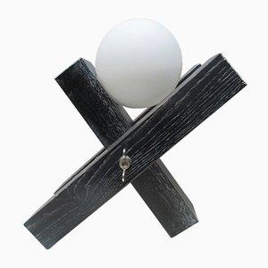 Schwarze Tischlampe aus Eiche mit weißer Leuchtkugel aus Milchglas von François Arnal, 1992