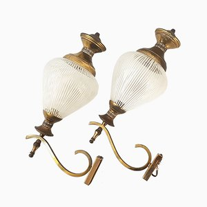 Lámparas de pared Mid-Century de latón y vidrio, años 50. Juego de 2