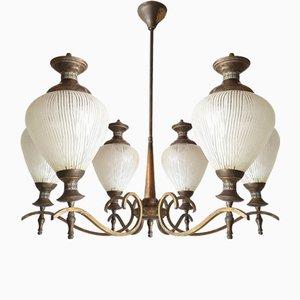 Lámpara de araña Mid-Century de vidrio y latón, años 50
