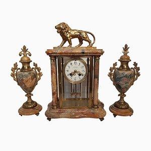 Orologio da camino in ottone e marmo con due vasi di Comptoir General Schnerb, Francia, fine XIX secolo, Francia