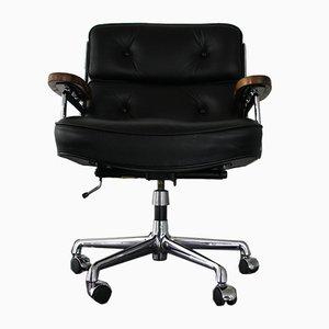 Sedia da tavolo ES 104 in noce e pelle nera di Charles & Ray Eames per Vitra, anni '80