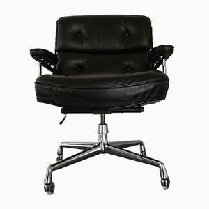 Sedia ES 104 in metallo cromato e pelle di Charles & Ray Eames per Vitra, anni '70
