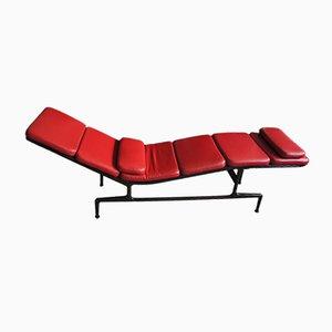 Chaise longue ES 106 de cuero rojo con cojines de Charles & Ray Eames para Vitra, años 90