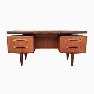 Schreibtisch aus Teak von Victor Wilkins für G-Plan, 1960er
