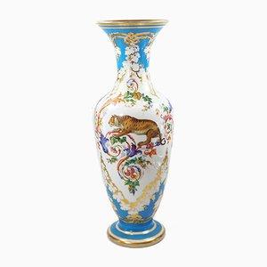 Vase Antique en Verre Opalin Émaillé Peint de Baccarat
